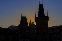 Zmierzch na tle Praga góruje cesky krumlov republiki czech miasta średniowieczny stary widok Zdjęcia Stock