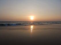Zmierzch na tropikalnej plaży w Hikkaduwa Sri Lanka Obrazy Royalty Free