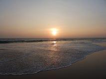 Zmierzch na tropikalnej plaży w Hikkaduwa Sri Lanka Zdjęcia Stock