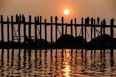 Zmierzch na U Bein moscie, Amarapura, Myanmar Birma Zdjęcia Royalty Free