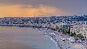 Zmierzch nad Ładnym miasta i morze śródziemnomorskie anteny timelapse zbiory wideo