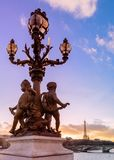 Zmierzch nad Alexandre III mostem Zdjęcia Royalty Free