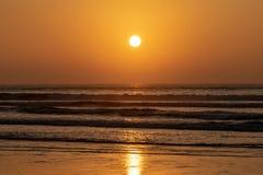 Zmierzch nad Atlantyckim oceanem od Agadir pla?y, Maroko zdjęcie stock