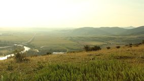 Zmierzch nad autostrady rzeką i polami zbiory
