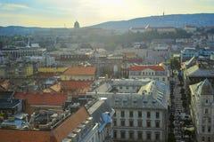 Zmierzch nad Budapest pejzażem miejskim, widok z lotu ptaka architektura, Węgry zdjęcie stock
