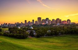 Zmierzch nad Edmonton śródmieście, Kanada fotografia royalty free