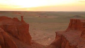 Zmierzch nad jarem Bayanzag w Mongolia zdjęcie wideo