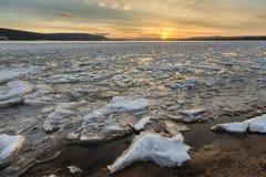 Zmierzch nad Jelenim Jeziornym Lodowatym brzeg Obrazy Royalty Free