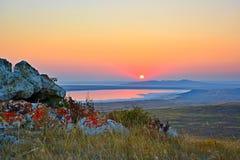 Zmierzch nad jeziorem on morze Zdjęcie Royalty Free