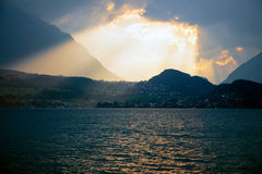 Zmierzch nad jeziornym Thun, Szwajcaria Fotografia Stock