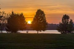 Zmierzch nad jeziornym Zorinski Omaha Nebraska usa fotografia royalty free