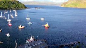 Zmierzch nad Loch Portree, wyspa Skye, Szkocja zbiory wideo