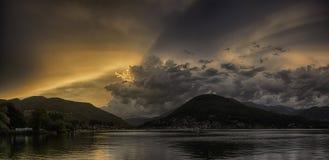 Zmierzch nad Lugano jeziorem zdjęcia stock