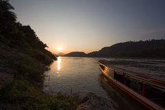Zmierzch nad Mekong rzeką przy Luang Prabang, Laos Zdjęcie Royalty Free