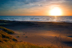 Zmierzch nad morza i piaska diunami Obrazy Royalty Free