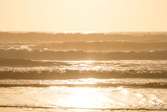 Zmierzch nad ocean fala Fotografia Stock
