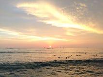 Zmierzch nad Pacyfik widok na ocean od Waikiki ściany w Honolulu na Oahu wyspie, Hawaje Zdjęcie Stock