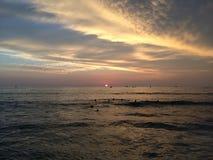 Zmierzch nad Pacyfik widok na ocean od Waikiki ściany w Honolulu na Oahu wyspie, Hawaje Zdjęcia Royalty Free