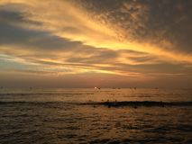 Zmierzch nad Pacyfik widok na ocean od Waikiki ściany w Honolulu na Oahu wyspie, Hawaje Obrazy Royalty Free