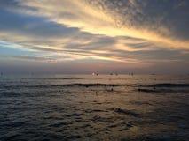 Zmierzch nad Pacyfik widok na ocean od Waikiki ściany w Honolulu na Oahu wyspie, Hawaje Zdjęcia Stock