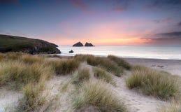 Zmierzch nad piasek diunami na Cornwall linii brzegowej fotografia stock