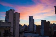 Zmierzch nad Rosario miasta budynkami zdjęcie royalty free
