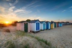 Zmierzch nad rzędem plażowe budy przy Southwold zdjęcia royalty free
