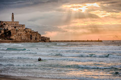 Zmierzch nad Starym Jaffa & Śródziemnomorski - surfingowowie Obraz Stock