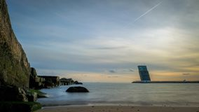 Zmierzch nad Tagus ujściem na sposobie od Lisbon Cascais i morzem, Portugalia obraz royalty free
