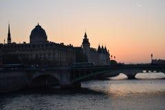 Zmierzch nad wonton rzeką w Paryż Obraz Stock