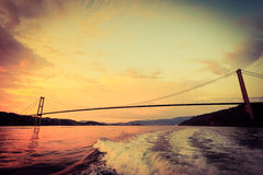 Zmierzch nad zawieszenie mostem w Bergen, Norwegia zdjęcie royalty free