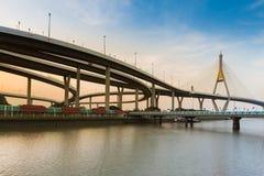 Zmierzch nad zawieszeniem Przerzucającym most i autostradą Obraz Royalty Free