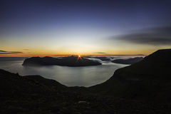 Zmierzch od halnego Sornfell, Vagar wyspa w tle, Faroe wyspy, Dani Zdjęcie Royalty Free