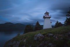 Zmierzch, Odrewniały punkt, Gros Morne park narodowy, wodołaz & zdjęcia royalty free