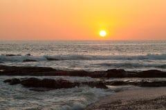 Zmierzch plaża z rafą Zdjęcie Stock