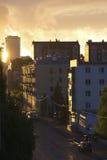 Zmierzch po deszczu w mieście - miastowy krajobraz zdjęcia royalty free