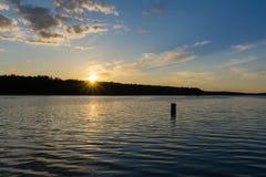 Zmierzch przez jezioro Obraz Stock