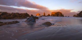 Zmierzch przy Bandon plażą, Oregon obrazy royalty free