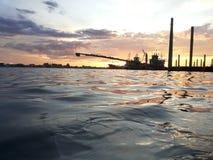Zmierzch przy brzeg rzeki Zdjęcie Royalty Free