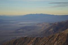 Zmierzch przy Dante ` s widokiem w Śmiertelnym Dolinnym Kalifornia Zdjęcia Royalty Free