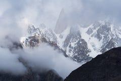 Zmierzch przy góra szczytem w Karakoram pasmie górskim rywalizuje Fotografia Royalty Free