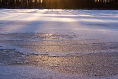 Zmierzch przy jeziorem, zimy tło Zdjęcia Royalty Free