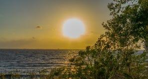 Zmierzch przy Jeziornym Waszyngton blisko Melbourne Floryda Obrazy Stock