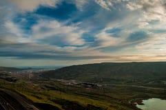 Zmierzch przy Jeziornym Xojasan, Baku Azerbejdżan, krajobraz gór chmury i jezioro Obrazy Royalty Free