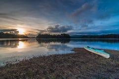 Zmierzch przy Kenyir jeziorem zdjęcie stock