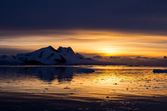 Zmierzch przy Lemaire kanałem, Antarctica Zdjęcie Royalty Free
