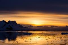 Zmierzch przy Lemaire kanałem, Antarctica Zdjęcie Stock