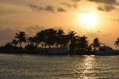 Zmierzch przy Maldives i sylwetką Zdjęcie Stock