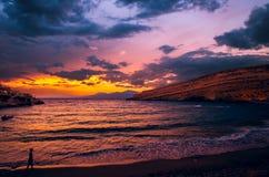 Zmierzch przy Matala plażą na Crete wyspie, Grecja obrazy stock