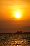 Zmierzch przy miastem Enoshima, Japonia obrazy stock